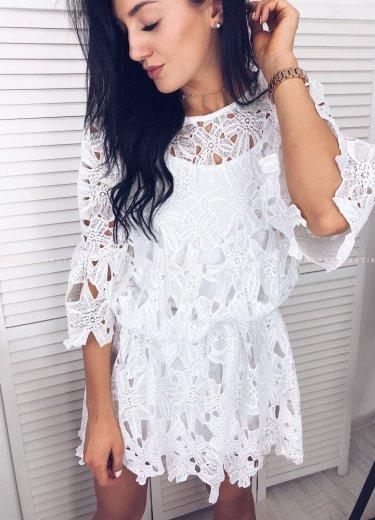 Ażurowa sukienka LUISA w kolorze białym