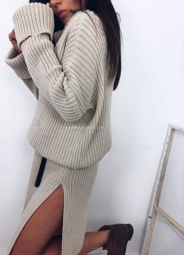 Sukienka TESSA sweterkowa z golfem beż