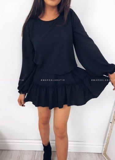 Sukienka MAYBE w kolorze czarnym z falbanką