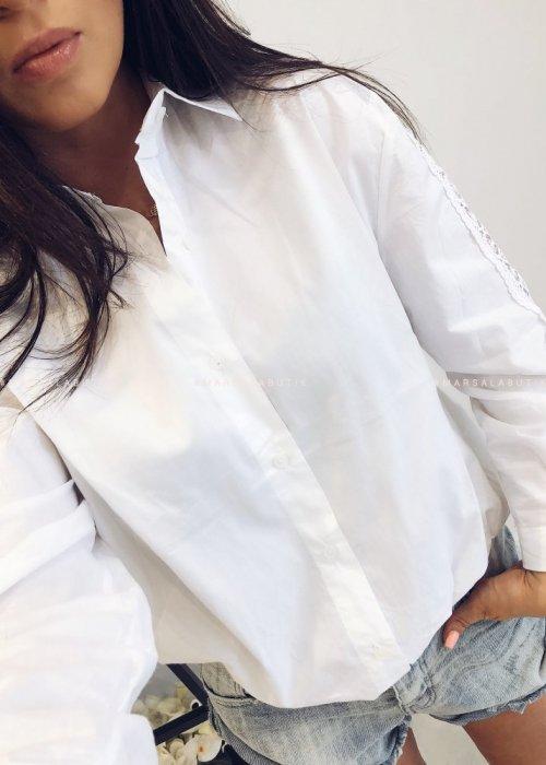 Koszula biała CLOSER z ażurowym akcentem
