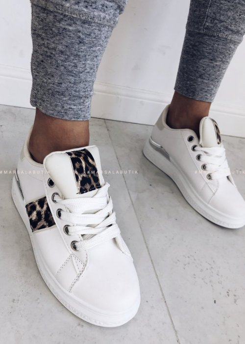 PLAY beige sneakers with spotted accent