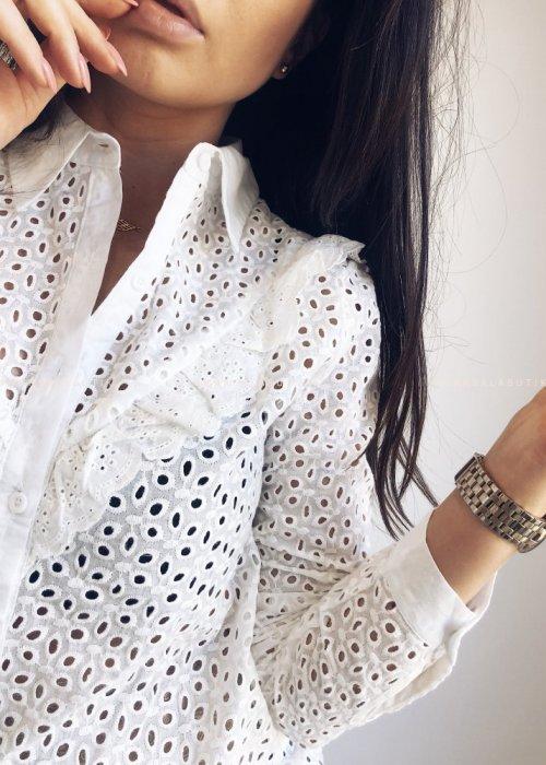 Koszula EMILY ażurowa z falbanką biała