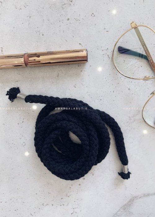 BLACK string